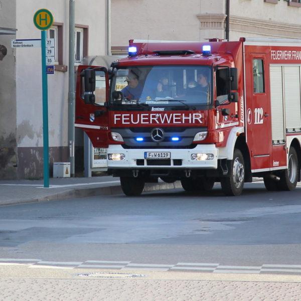 Jugendfeuerwehr füllt Bürgerbrunnen 2013