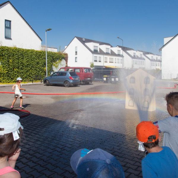 Besuch Grundschule bei der Feuerwehr 26.08.2016