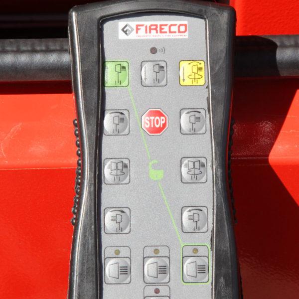 Die Bedienung der LED-Panels und des pneumatischen Mastes erfolgt über eine Fernbedienung.
