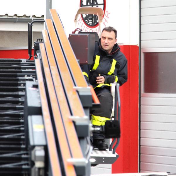 Neue Drehleiter der Nieder-Eschbacher Wache der Berufsfeuerwehr
