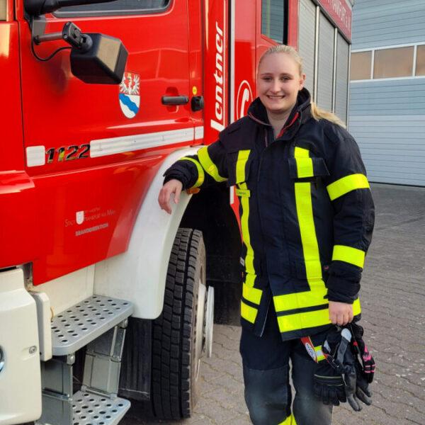 Ina Axtmann besteht Fahrprüfung für CE-Führerschein